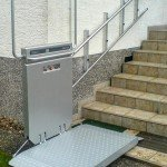 Lift für Rollstuhl an gerader Treppe