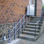Rollstuhllift Aussen an gerader Treppe