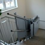 Rollstuhllift Innen an gerader Treppe